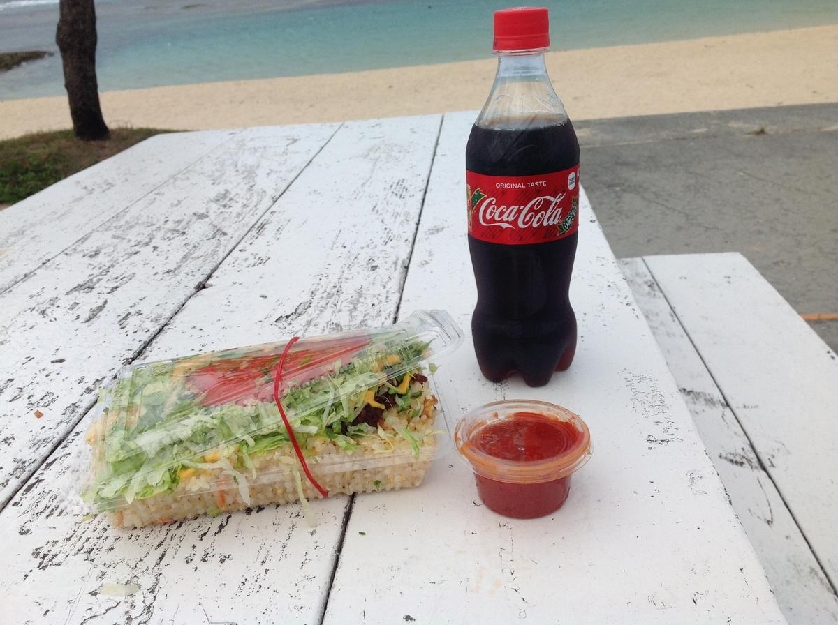 トピカルビーチでキングタコスのタコライスとコーラ