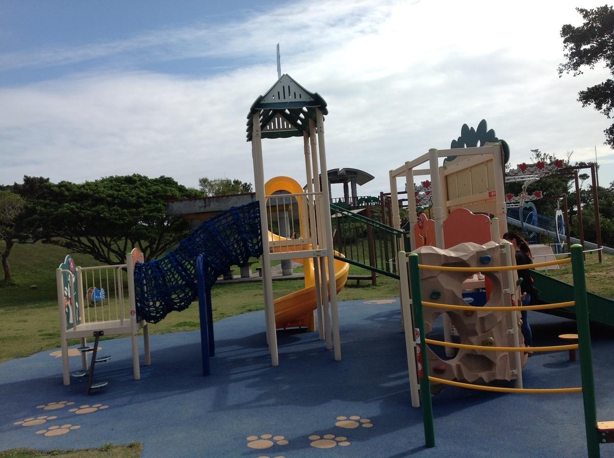 グスクロード公園:小さい子向けのジム