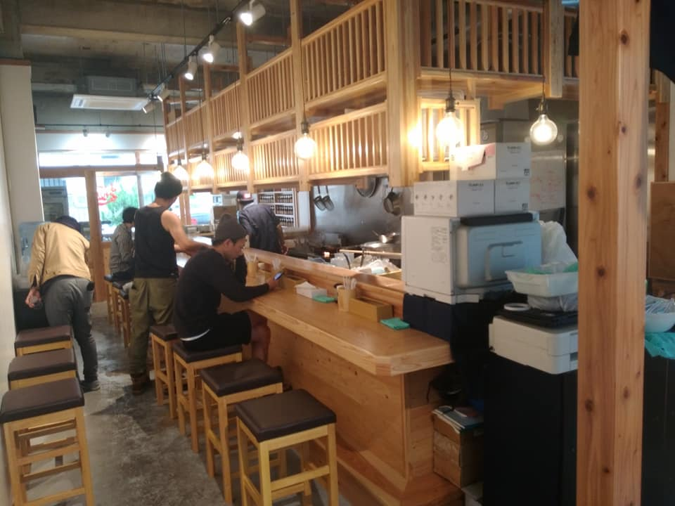 Noodle Dining 麺D(ヌードルダイニング メンディー):店内カウンター席
