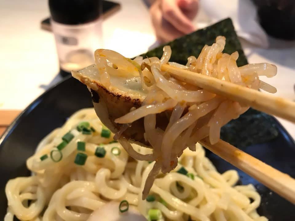 麺屋 武虎 与那原店:餃子ともやしは合う