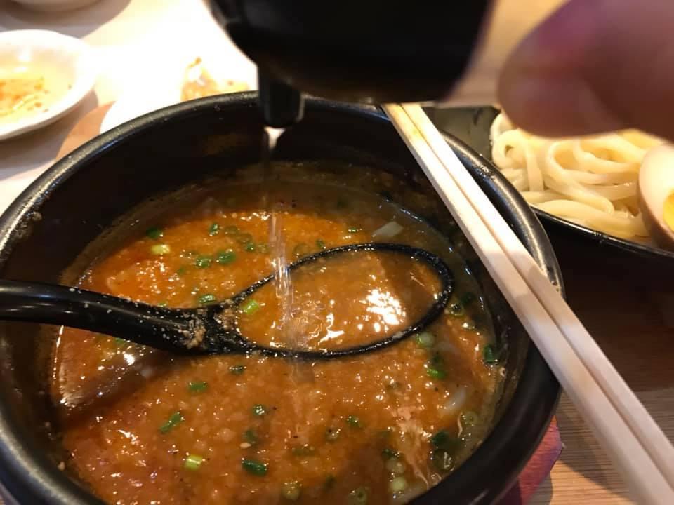 麺屋 武虎 与那原店:辛つけ麺にお酢