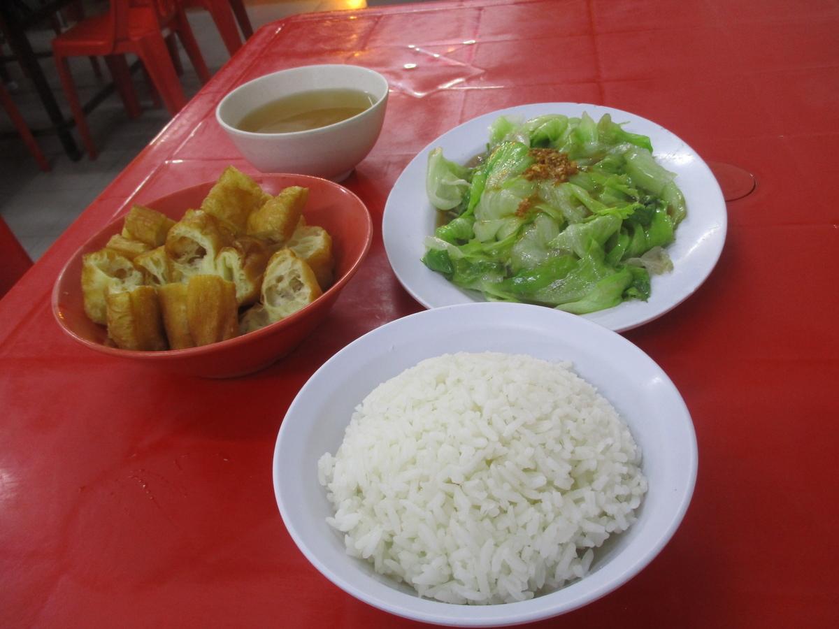 ご飯と野菜炒め