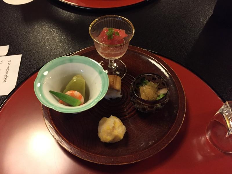 ②前菜(茄子・穴子寿司・もろこしかき揚げ・とまと他)