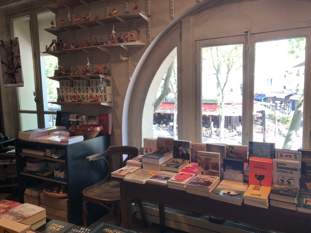 二件目に紹介する書店の内装写真