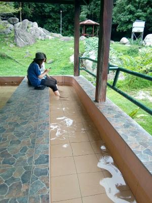 ポーリン温泉で足湯体験