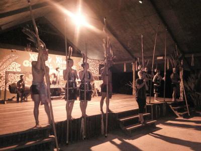 バンブーダンスなどの古典舞踊ショー