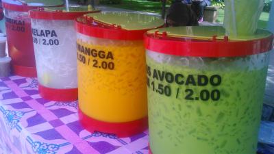 鮮やかな色のジュース