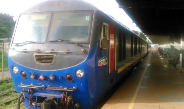 タンジュンアル駅発の列車