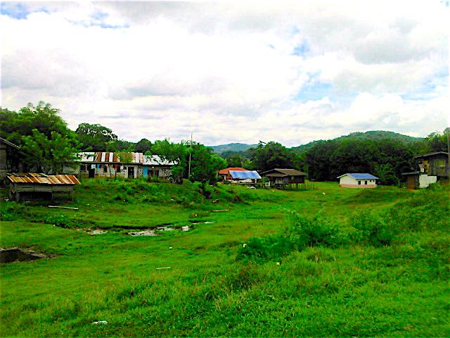 トゥムブン村 Kampung Tombung