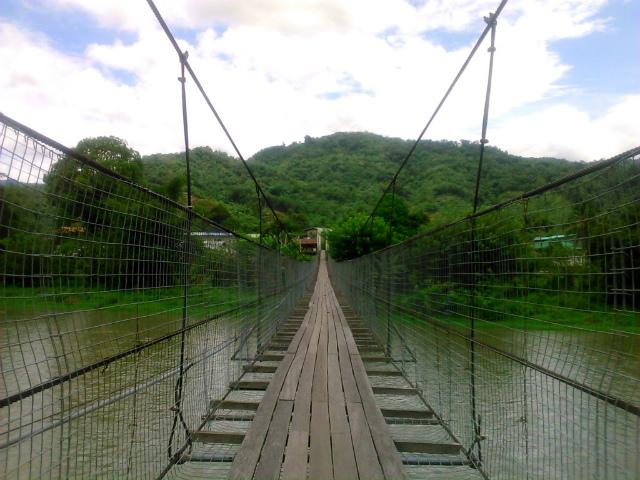 Kampung Tombungトゥムブン村の吊り橋