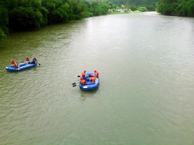 トゥムブン村付近の川