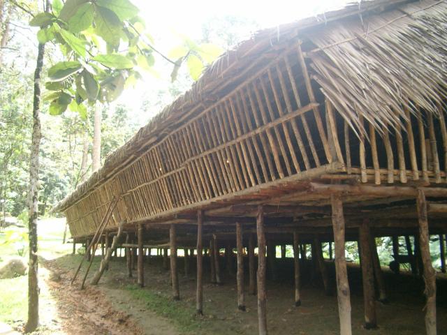 ルングス族のロングハウス