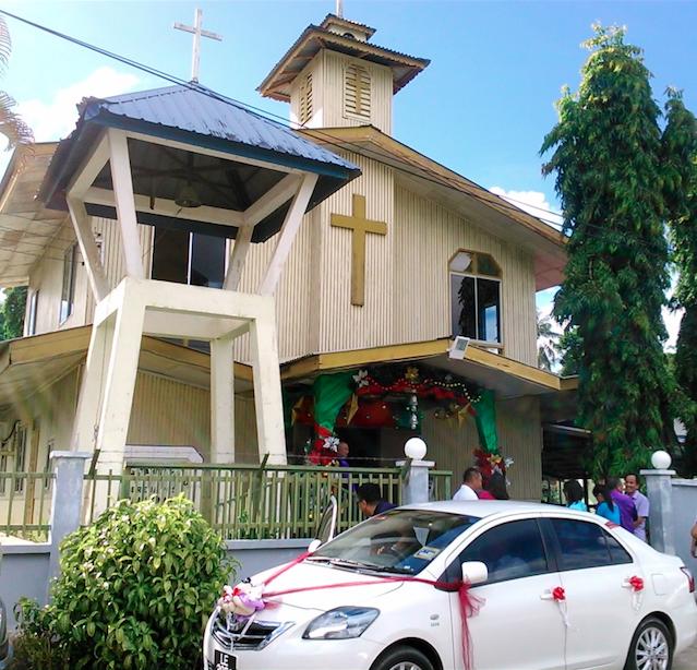 村の教会で結婚式