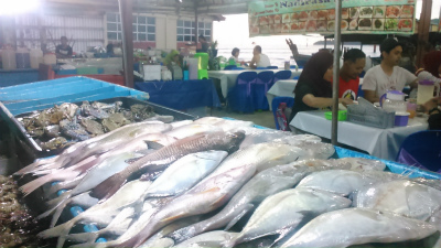 コタキナバルの新鮮な魚介類