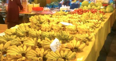 コタキナバルのマーケットに並ぶバナナ