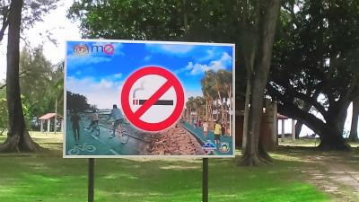 禁煙になったコタキナバルの公園内