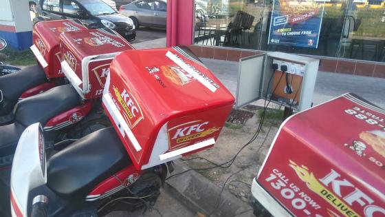 コタキナバルにあるKFCのデリバリーバイク