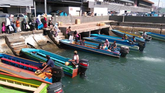 ガヤ島へのボート