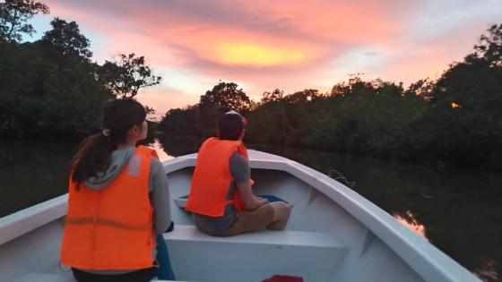 ガラマ川の夕焼けとカップル