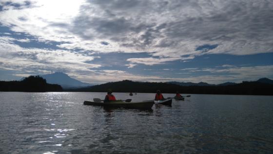 キナバル山を見ながらカヤック体験