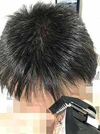 前髪はすきバサミを使用した方が楽です。