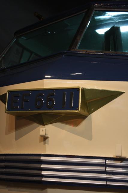 EF66型 顔