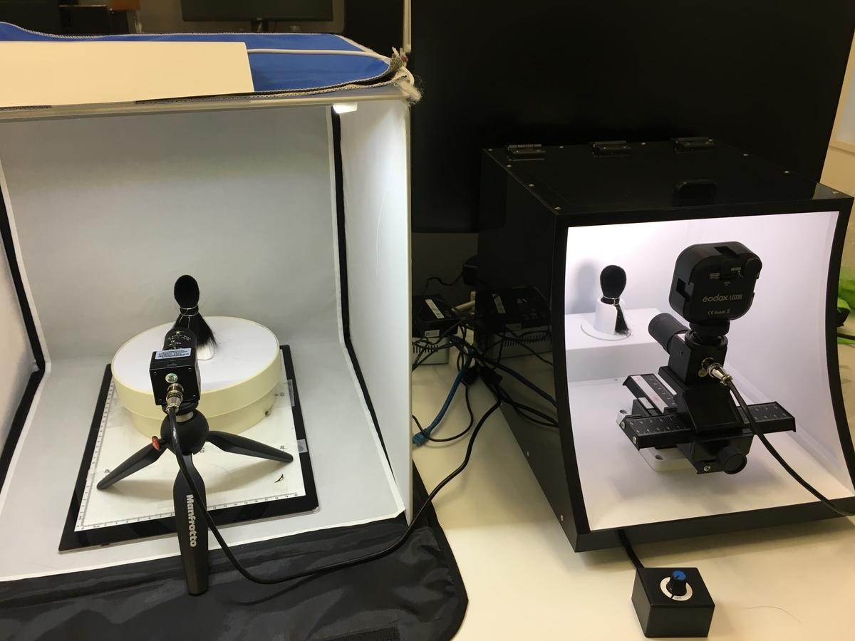 ブレインパッドが制作したプロトタイプ(左)とパートナー企業と共同制作した完成品(右)。