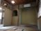 躙り口から見た茶室「唯真閣」の内部