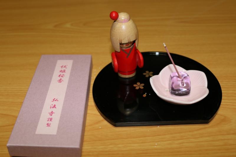 弘法寺で調香した伏姫桜香(伏姫の人形と桜尽しの香立)
