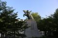 湊川公園にある楠木正成の像(皇居内にも忠臣、楠木正成の像があり)
