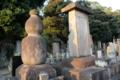 江戸狩野の祖、狩野探幽の墓(池上本門寺)※左の瓢箪型の墓碑