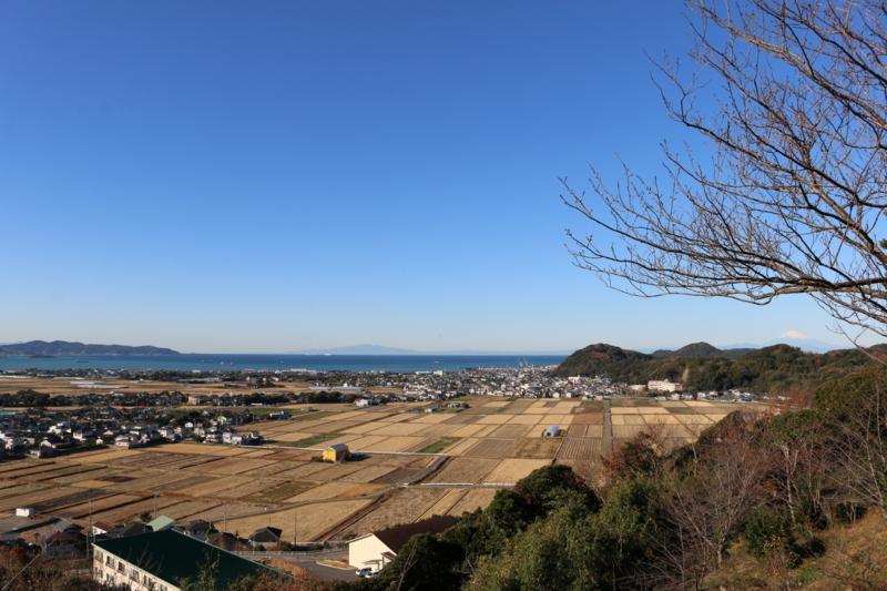 浅野大学はこの地(千葉県館山市)で浅野家を再興。右は富士山。