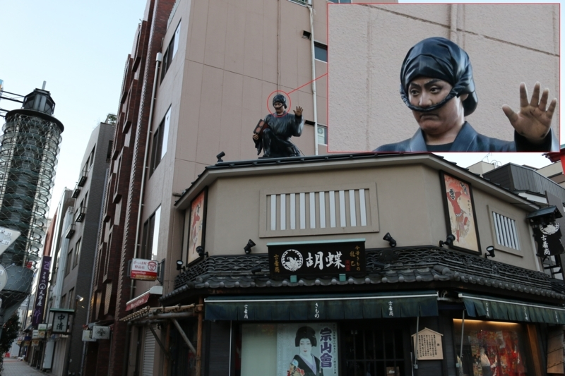 伝法院通りの「今昔きもの胡蝶」の十八世中村勘三郎「ねずみ小僧像」