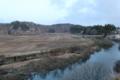 左側の山が後三年の役で源義家が攻めた唐松城跡