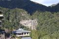 熊野那智大社の境内から臨む那智の大滝