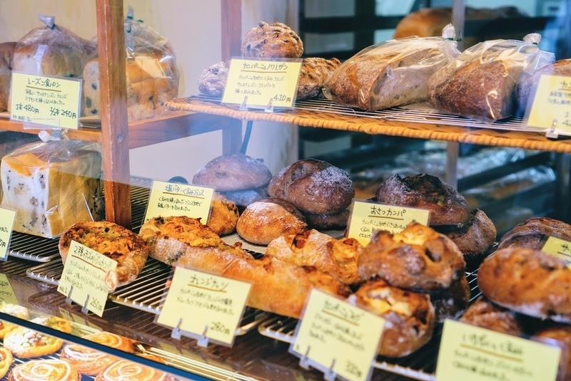 一宮市にあるパン屋のフルーレタンさんはたくさんのパンがありました