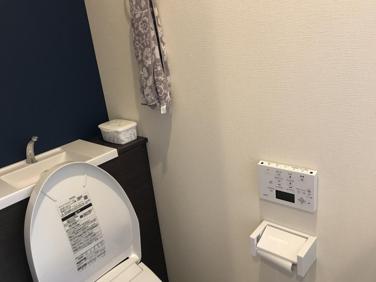 トイレの蓋の自動開閉装置