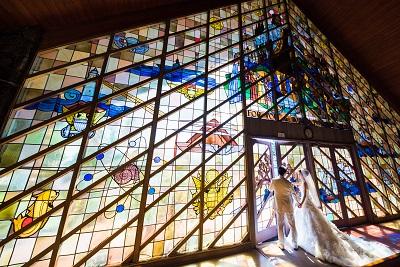 モアナルコミュニティ教会のステンドグラス