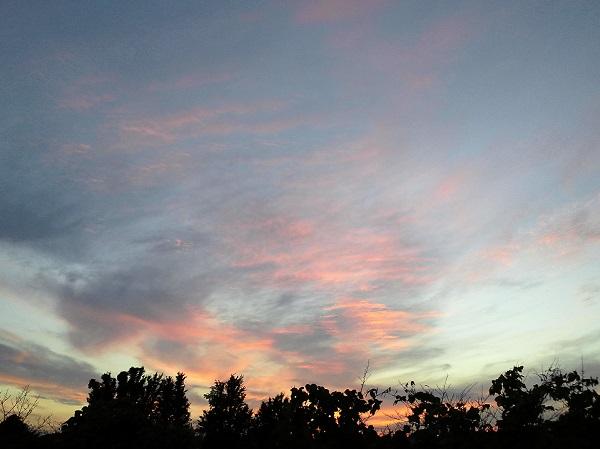 倉庫の2階から見える夕空