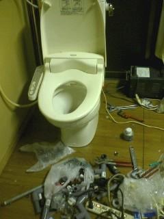 トイレの設置途中