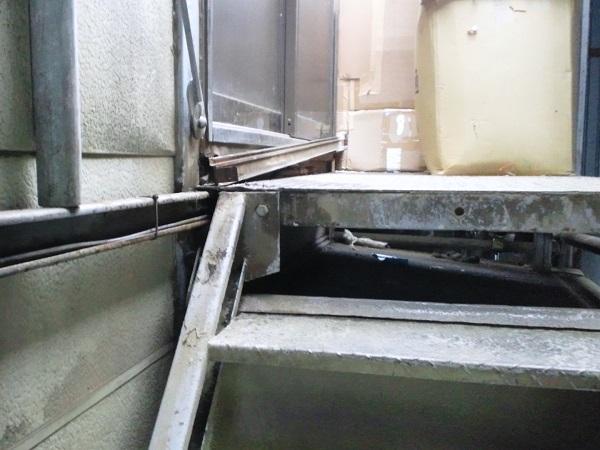 倉庫の2階入り口