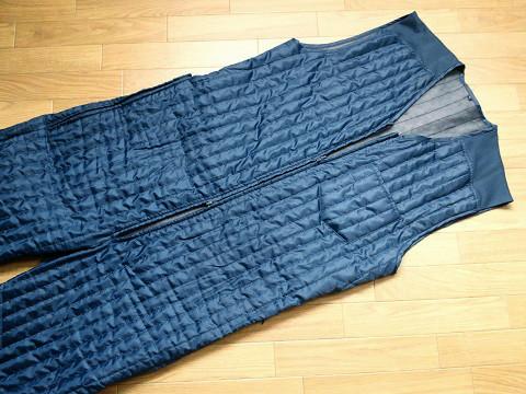 防寒インナースーツのファスナー