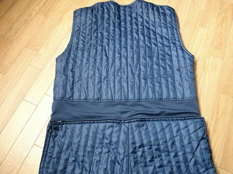 防寒インナースーツ背面