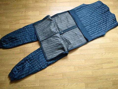 防寒インナースーツ「トイレシステム」