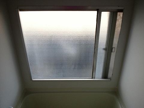 倉庫のお風呂と窓