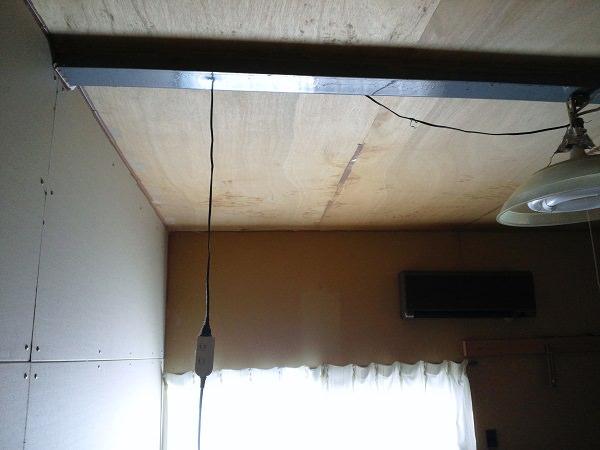 倉庫の2階にある居間の照明