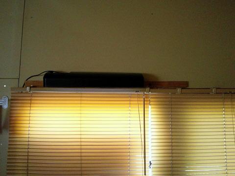 倉庫の2階にある台所シンクの照明