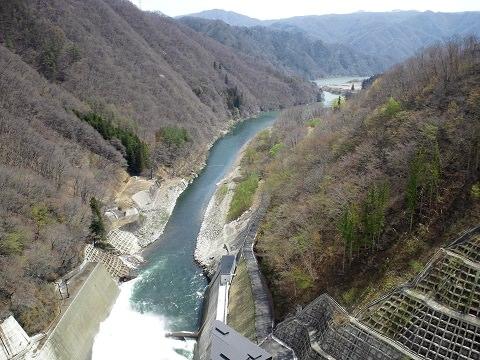 湯西川ダムの下流