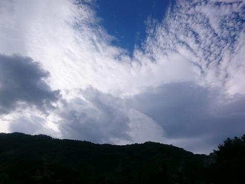 湯西川温泉 朝の青空