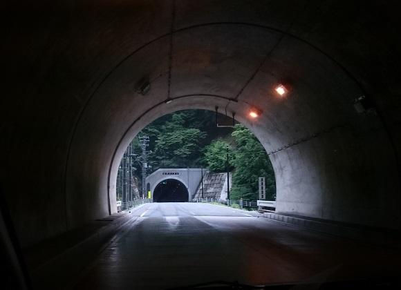 湯西川のトンネル